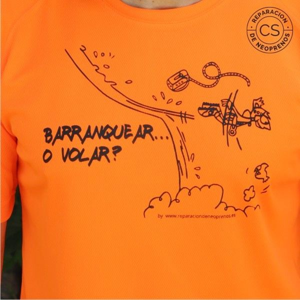 camiseta barranquismo barranquear o volar detalle camiseta tecnica ropa material barranquismo canyoneering tshirt outfit equipment not boring t-shirts